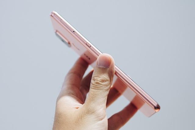 Tranh cãi nảy lửa về thiết kế của Bphone, CEO Bkav khẳng định: Tôi không nói nhầm đâu - Ảnh 1.