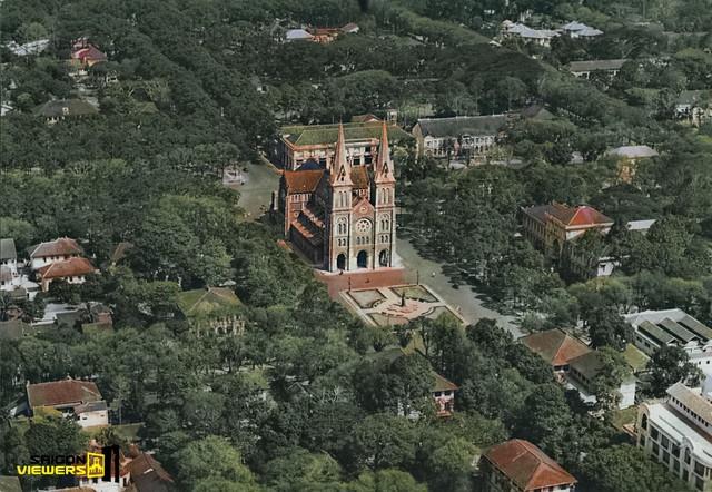 Bộ ảnh phục chế màu Sài Gòn 100 năm trước đang được chia sẻ chóng mặt trên mạng bởi màu xanh ở Nhà thờ Đức Bà nhìn mới đẹp và lạ làm sao - Ảnh 2.