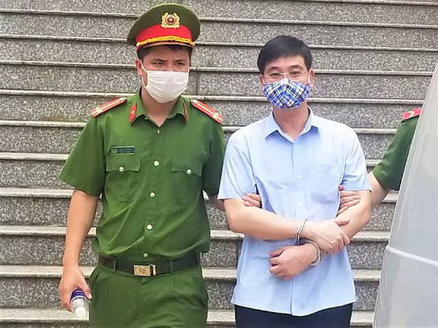 Giáo viên hối lộ để nâng điểm ở Hòa Bình nhận 30 tháng tù - Ảnh 3.