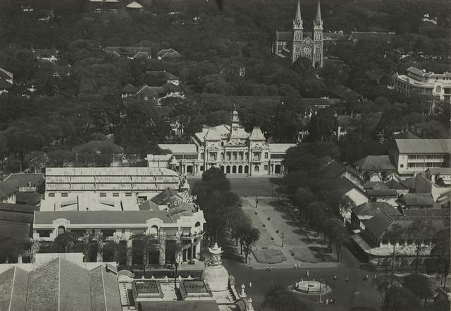 Bộ ảnh phục chế màu Sài Gòn 100 năm trước đang được chia sẻ chóng mặt trên mạng bởi màu xanh ở Nhà thờ Đức Bà nhìn mới đẹp và lạ làm sao - Ảnh 3.