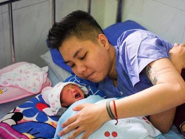 Người đàn ông Việt Nam đầu tiên mang thai kể về hành trình kết hôn rồi sinh con: Dường như bé Chuột hiểu được ba vất vả nên cả 9 tháng mình không hề bị nghén - Ảnh 8.