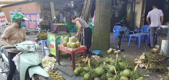 """Kinh doanh giải khát ở vỉa hè Hà Nội """"hốt bạc"""" mùa nắng nóng - Ảnh 6."""