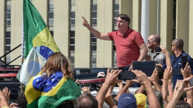 Để Brazil mất kiểm soát vì Covid-19, Tổng thống Bolsonaro trả giá đắt - Ảnh 1.