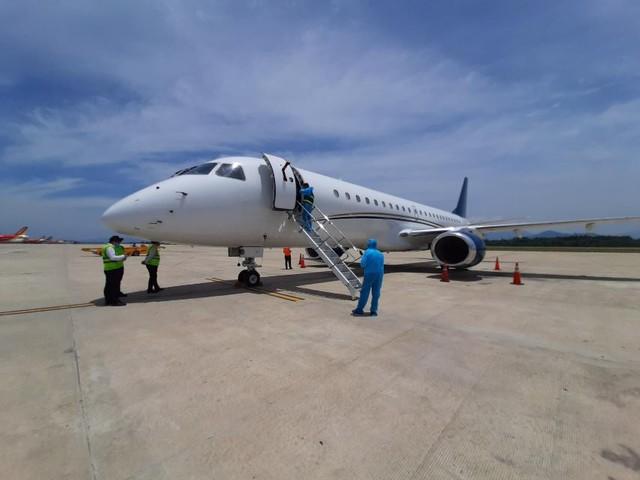 Hòa Phát chi 200.000 USD thuê chuyên cơ đưa 15 chuyên gia đến Dung Quất để chuyển giao công nghệ vận hành nhà máy - Ảnh 1.