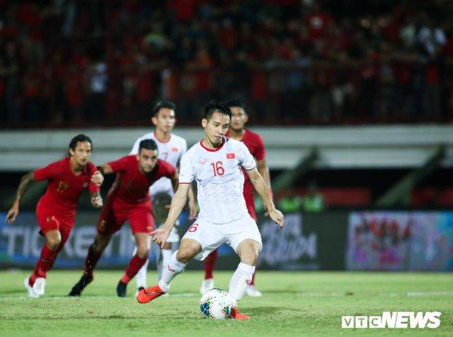 Đỗ Hùng Dũng giành Quả bóng Vàng Việt Nam 2019, Quang Hải đoạt Quả bóng Bạc  - Ảnh 1.