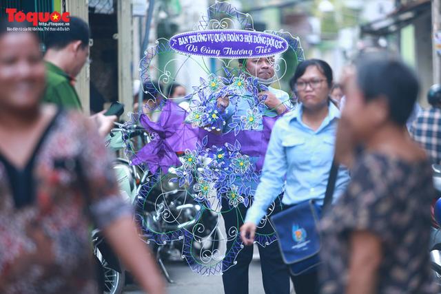 Bí thư Nguyễn Thiện Nhân bật khóc khi viếng bé trai bị cây phượng vĩ đè tử vong tại trường - Ảnh 2.