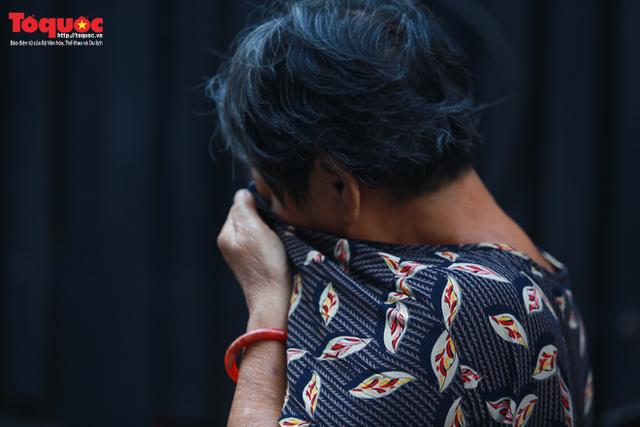Bí thư Nguyễn Thiện Nhân bật khóc khi viếng bé trai bị cây phượng vĩ đè tử vong tại trường - Ảnh 7.