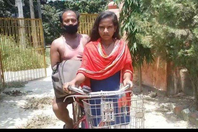 Không có tiền, con gái 15 tuổi đạp xe 1200km chở bố về quê và cái kết bất ngờ - Ảnh 2.