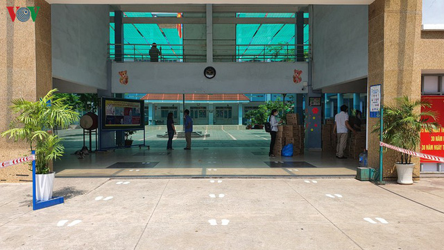 Đón học sinh trở lại, các trường ở TPHCM lo ngại yêu cầu giãn cách - Ảnh 2.