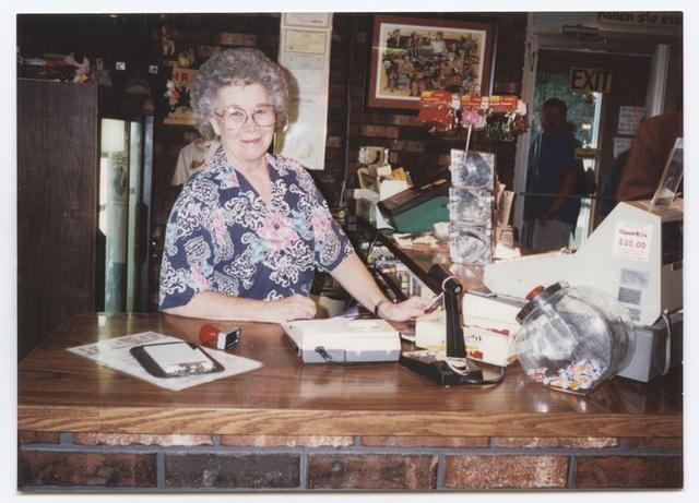 Hai người phụ nữ trắng tay bị hoàn cảnh đưa đẩy, phải trở thành trụ cột gia đình và xây dựng nên đế chế gà rán nổi tiếng ở Mỹ - Ảnh 3.