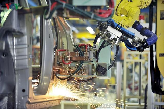 Sản xuất công nghiệp sụt giảm mạnh do ảnh hưởng của dịch Covid-19 - Ảnh 1.