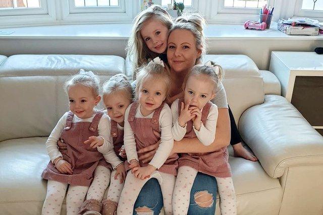 4 bé gái trong ca sinh tư giống hệt nhau vô cùng hiếm trên thế giới với tỷ lệ chỉ 1/70 triệu ca sau 3 năm đã có những thay đổi gây ngỡ ngàng - Ảnh 10.