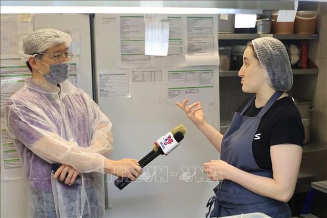 Quán ăn Việt ấm tình ngườigiữa đại dịch COVID-19 tại Nga  - Ảnh 2.