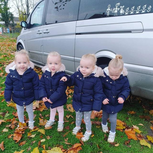 4 bé gái trong ca sinh tư giống hệt nhau vô cùng hiếm trên thế giới với tỷ lệ chỉ 1/70 triệu ca sau 3 năm đã có những thay đổi gây ngỡ ngàng - Ảnh 3.