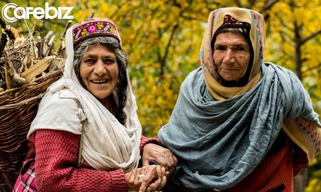Bí quyết sống thọ của người dân vùng đất 900 năm không có ai mắc ung thư: Ngủ từ chập tối, uống nước mơ ngâm, đi bộ thể dục... - Ảnh 2.