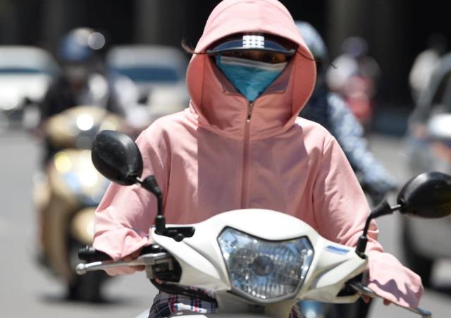 Hôm nay, chỉ số tia UV ở Hà Nội ở mức gây hại cao đến rất cao đối với cơ thể con người - Ảnh 1.