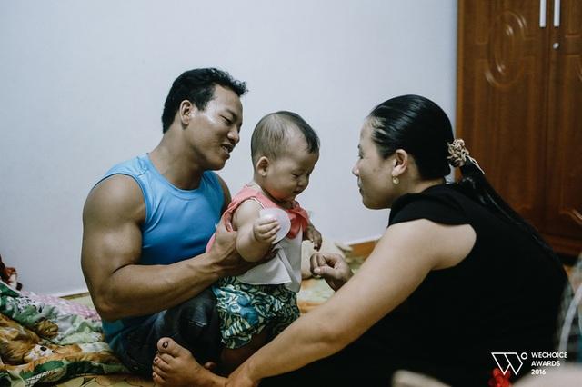 Chàng trai nghèo từng bữa đói bữa no và cú nâng cả thế giới để rạng danh Việt Nam - Ảnh 2.