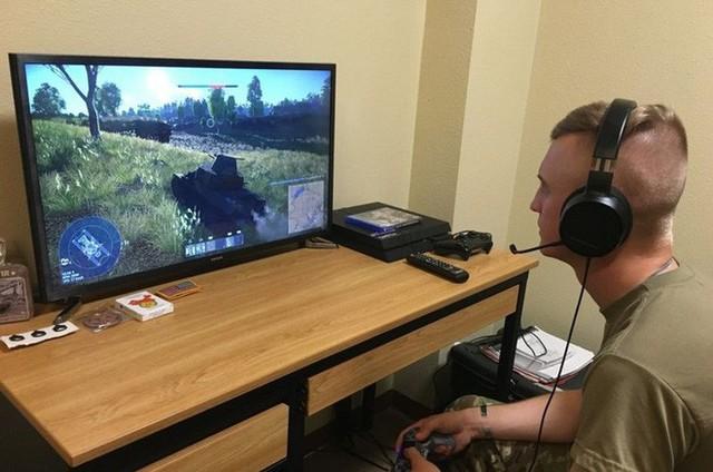 Bị mắc kẹt vì đại dịch Covid-19, quân đội Mỹ sử dụng game trực tuyến để huấn luận kỹ năng cho binh sỹ - Ảnh 1.