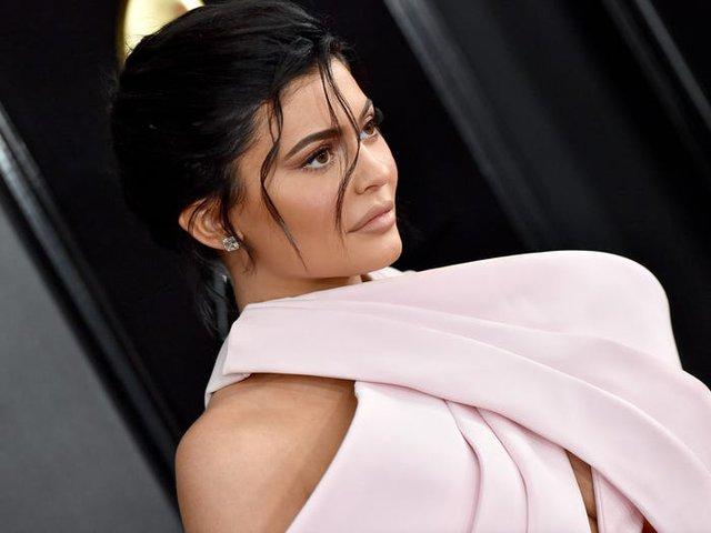 Trước khi bị Forbes tố 'thổi phồng' tài sản, Kylie Jenner kiếm và tiêu tiền như thế nào? - Ảnh 1.