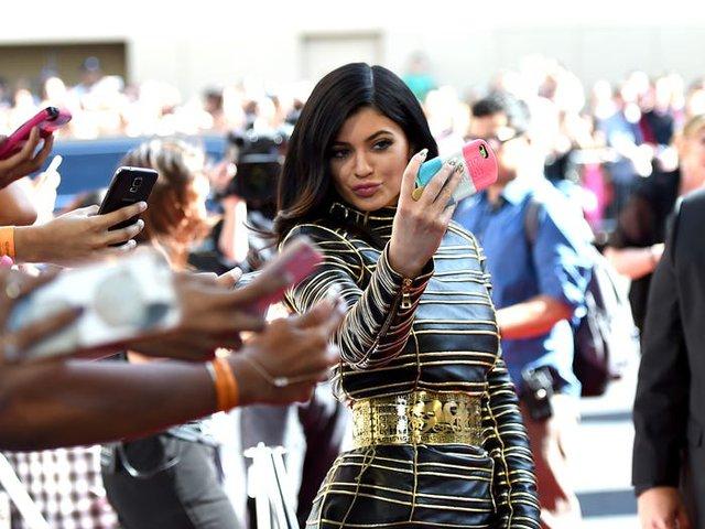 Trước khi bị Forbes tố 'thổi phồng' tài sản, Kylie Jenner kiếm và tiêu tiền như thế nào? - Ảnh 10.