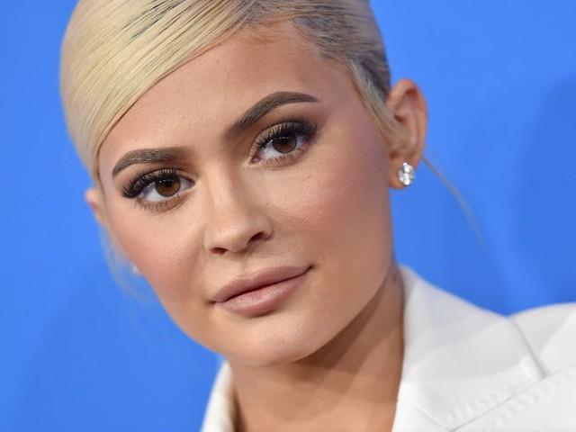 Trước khi bị Forbes tố 'thổi phồng' tài sản, Kylie Jenner kiếm và tiêu tiền như thế nào? - Ảnh 2.