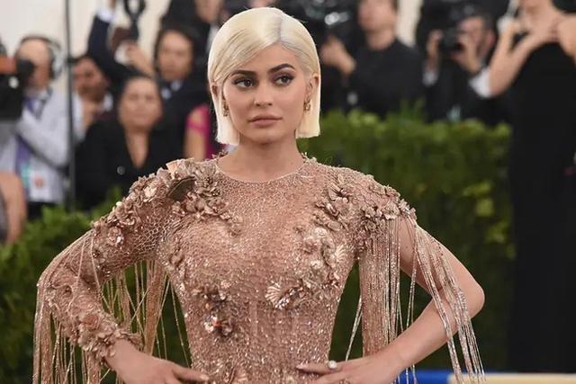 Trước khi bị Forbes tố 'thổi phồng' tài sản, Kylie Jenner kiếm và tiêu tiền như thế nào? - Ảnh 9.