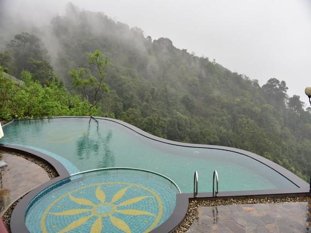 Truy tìm 4 bể bơi vô cực nằm giữa núi rừng: Nơi trú ẩn thần tiên trong những ngày miền Bắc nóng như đổ lửa - Ảnh 3.