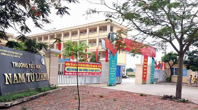 Học sinh lớp 4 ở Hà Nội bị tài xế bỏ quên trên xe đưa đón, hiệu trưởng nhà trường xác nhận - Ảnh 1.