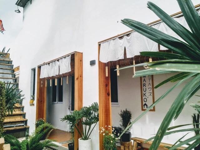 Chán phòng trọ nóng bức chật chội ở thành phố, cặp vợ chồng vay 350 triệu lên Đà Lạt cải tạo nhà cũ theo phong cách tối giản kiểu Nhật vừa ở vừa kinh doanh - Ảnh 7.