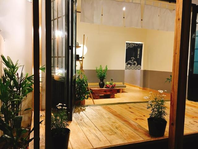 Chán phòng trọ nóng bức chật chội ở thành phố, cặp vợ chồng vay 350 triệu lên Đà Lạt cải tạo nhà cũ theo phong cách tối giản kiểu Nhật vừa ở vừa kinh doanh - Ảnh 10.