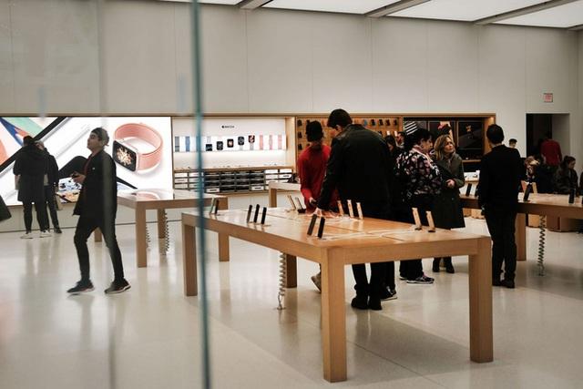 Một khách hàng khởi kiện Apple đòi bồi thường 1.000 tỷ USD vì cáo buộc ăn trộm iPhone của ông ta
