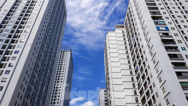 Ngộp thở những khối bê tông khổng lồ vươn trên bầu trời ngày nắng nóng - Ảnh 5.