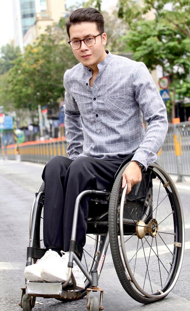 Đi phượt 30 tỉnh/thành bằng xe lăn, nam thanh niên 29 tuổi mong có bằng lái quốc tế để chinh phục các nước láng giềng - Ảnh 1.