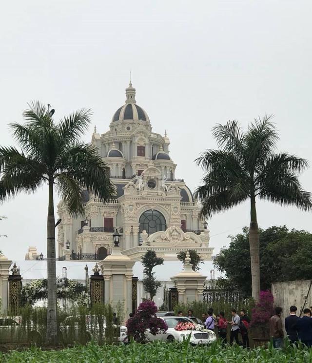 Nhan sắc quyền lực, quý phái của bà chủ tòa lâu đài lộng lẫy ở Nam Định, hóa ra là nhân vật từng rất quen trên mạng xã hội - Ảnh 2.