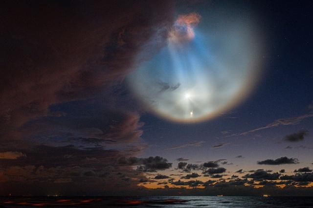 Màn phóng tàu thành công của SpaceX gây ra mây dạ quang - hiện tượng thiên nhiên hiếm gặp và đẹp mê hồn - Ảnh 3.