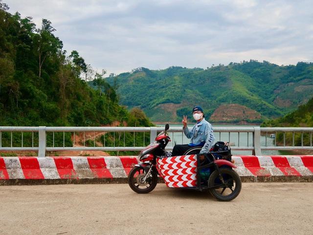 Đi phượt 30 tỉnh/thành bằng xe lăn, nam thanh niên 29 tuổi mong có bằng lái quốc tế để chinh phục các nước láng giềng - Ảnh 5.