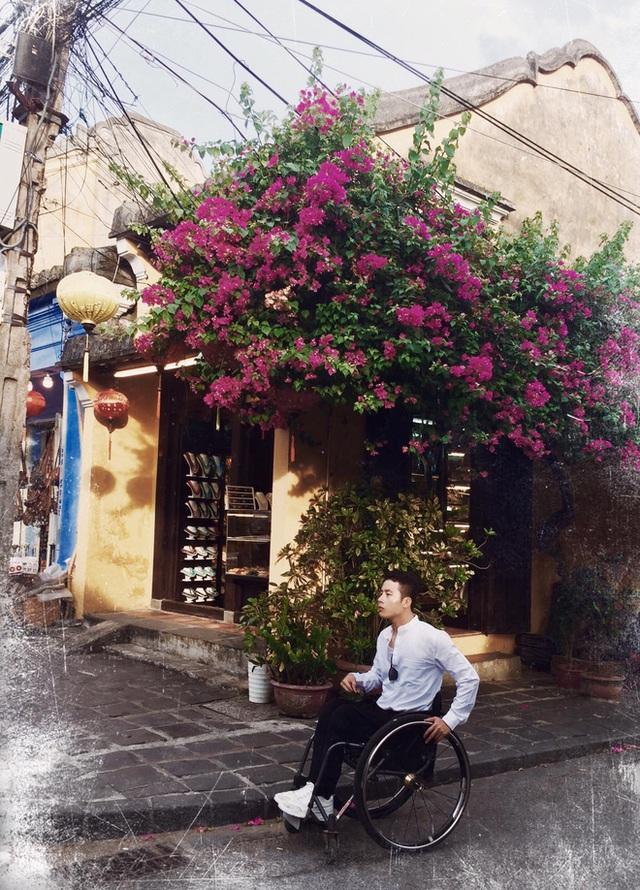 Đi phượt 30 tỉnh/thành bằng xe lăn, nam thanh niên 29 tuổi mong có bằng lái quốc tế để chinh phục các nước láng giềng - Ảnh 10.