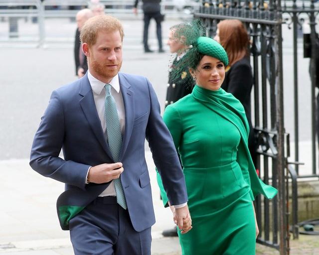 Công nương Kate đang chịu sự theo dõi chặt chẽ của gia đình nhà chồng, nhất là Nữ hoàng Anh, chỉ vì việc làm của Meghan Markle - Ảnh 2.