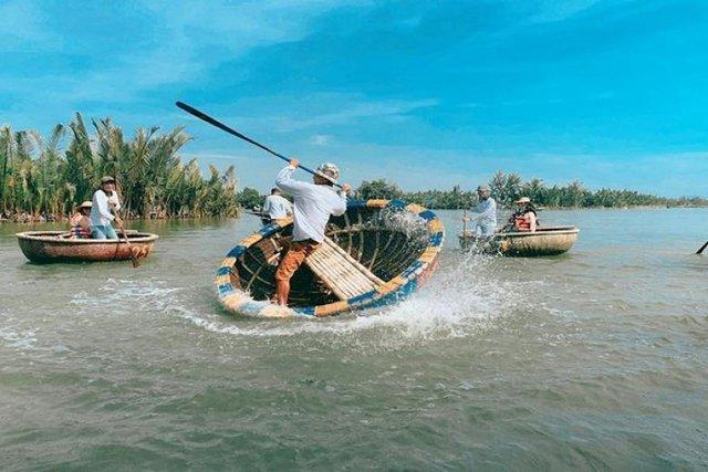 """Ngỡ ngàng """"miền Tây thu nhỏ"""" giữa lòng Hội An: Rừng dừa xanh mướt hơn 100 ha, trải nghiệm từ đánh cá, đập nồi đến màn múa thúng cảm giác mạnh có """"1-0-2"""" - Ảnh 9."""