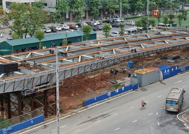 Cận cảnh cầu vượt dầm thép nối liền 3 quận nội thành Hà Nội đang gấp rút thi công - Ảnh 8.