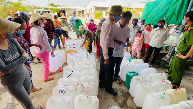 Nhận quyên góp 15 tỷ 340 triệu, Thủy Tiên thông báo đã lắp đặt xong máy lọc nước cho 28 điểm, minh bạch hóa đơn và chưa biết làm gì với số tiền dư - Ảnh 5.
