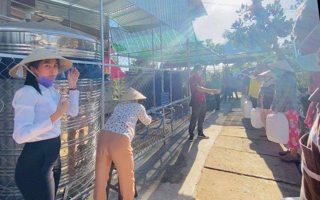 Nhận quyên góp 15 tỷ 340 triệu, Thủy Tiên thông báo đã lắp đặt xong máy lọc nước cho 28 điểm, minh bạch hóa đơn và chưa biết làm gì với số tiền dư - Ảnh 6.
