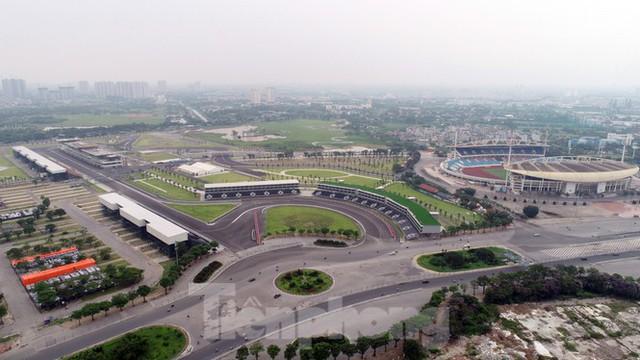 Nhìn gần đường đua F1 cực khác lạ tại Hà Nội trước thông tin sẽ đua cuối năm nay - Ảnh 2.
