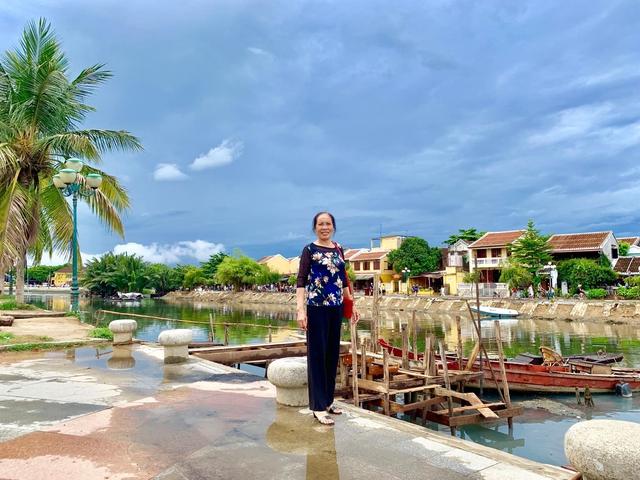Đưa mẹ đi khắp thế gian: Chuyến du lịch đầu tiên trong đời của mẹ, khám phá Huế - Hội An và giấc mơ dần trọn vẹn - Ảnh 2.
