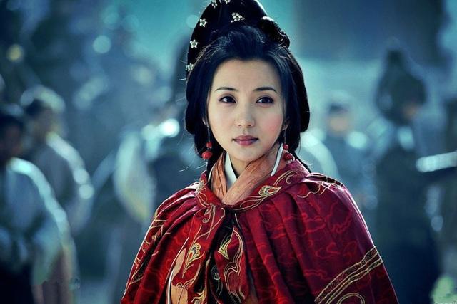 Cuộc đời đầy bi kịch của Hoàng hậu thứ 2 nhà Tấn: 17 tuổi gả cho anh rể, tận hưởng 16 năm nhung lụa để rồi chết đói ở tuổi 34 - Ảnh 1.