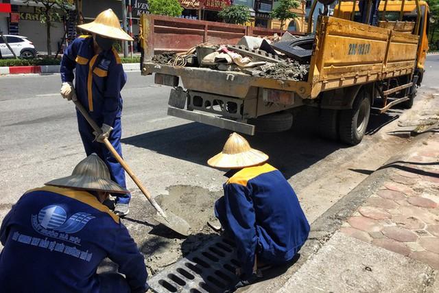 Nền nhiệt duy trì 40 độ, đường phố Hà Nội xuất hiện ảo ảnh - Ảnh 5.