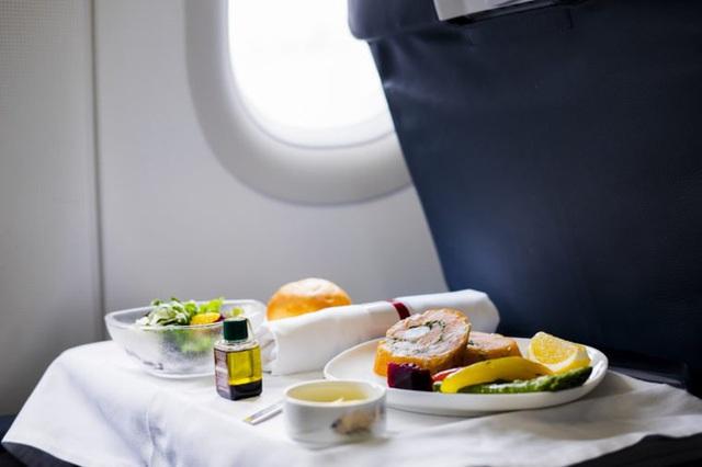 Dù thân thiện là thế nhưng tiếp viên hàng không sẽ rất khó chịu nếu bạn nói ra 7 điều này - Ảnh 6.