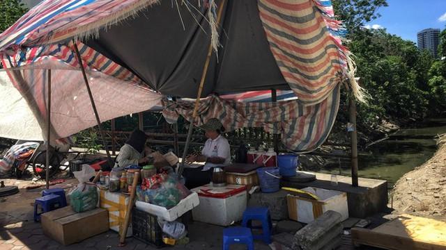 Nền nhiệt duy trì 40 độ, đường phố Hà Nội xuất hiện ảo ảnh - Ảnh 10.