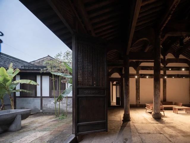 Căn nhà cổ hàng trăm năm được cải tạo trong 4 năm và kết quả bất ngờ ai cũng muốn biết - Ảnh 24.