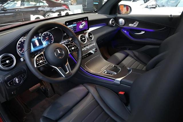 Soi xe sang Mercedes trị giá 2,4 tỷ của cầu thủ Quang Hải  - Ảnh 4.